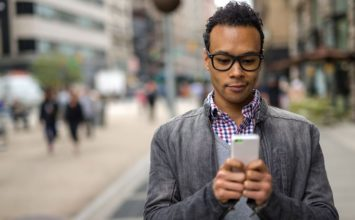 Am I Texting Too Much? 11 Signs She Thinks You're a Clingy Texter