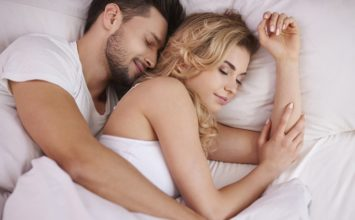 How to Cuddle with a Guy: Snuggle Secrets You HAVE to Know