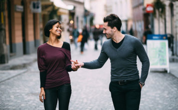 How to Hit On a Girl: 12 Rules to Follow to Not Look like a Creep