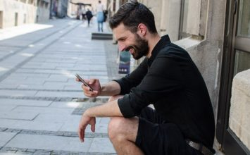 How to Text a Girl You Like and Make Her Want You