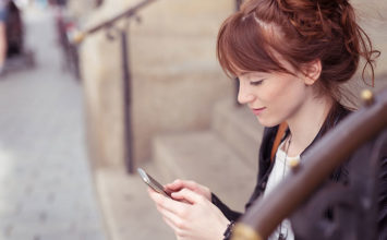 How to Text Your Crush Without Being Annoying or Boring Them
