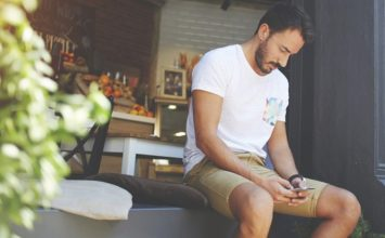 Should I Text Her? What to Know Before You Touch Your Phone